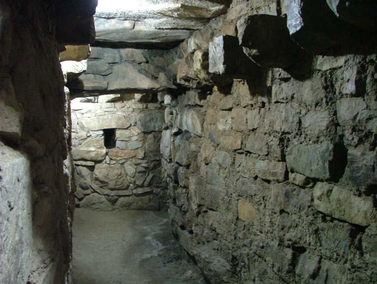 Chavin_de_Huantar_Pyramid_Tunnels1