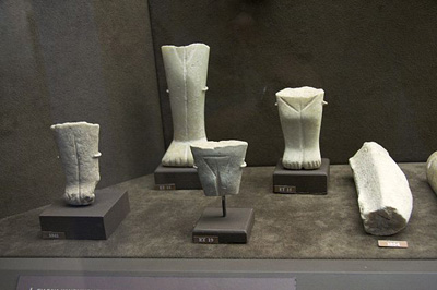 Blago Kerosa (The Keros Hoard) - Ostaci kikladskih figura, 2800 - 2300 g. p. n. e. Muzej kikladske umetnosti, Atina.